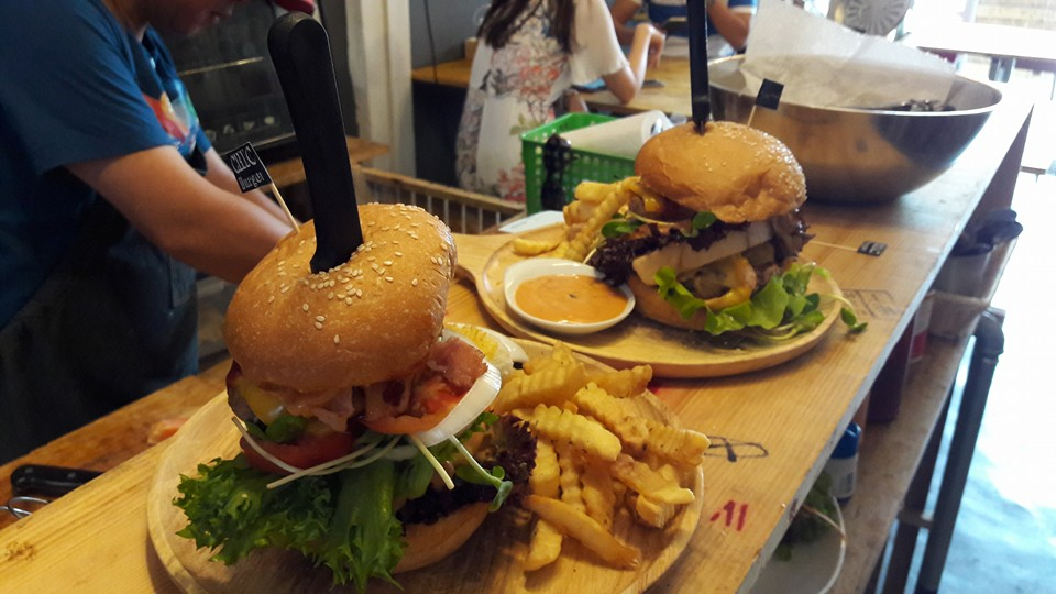 Chic Burger at JJ Green night market in Bangkok, Thailand - photo by Chic Burger