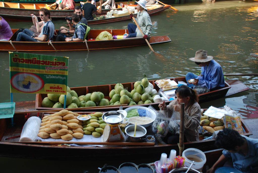 Damnoen Saduak floating market in Ratchaburi, near Bangkok, Thailand - photo xiquinhosilva