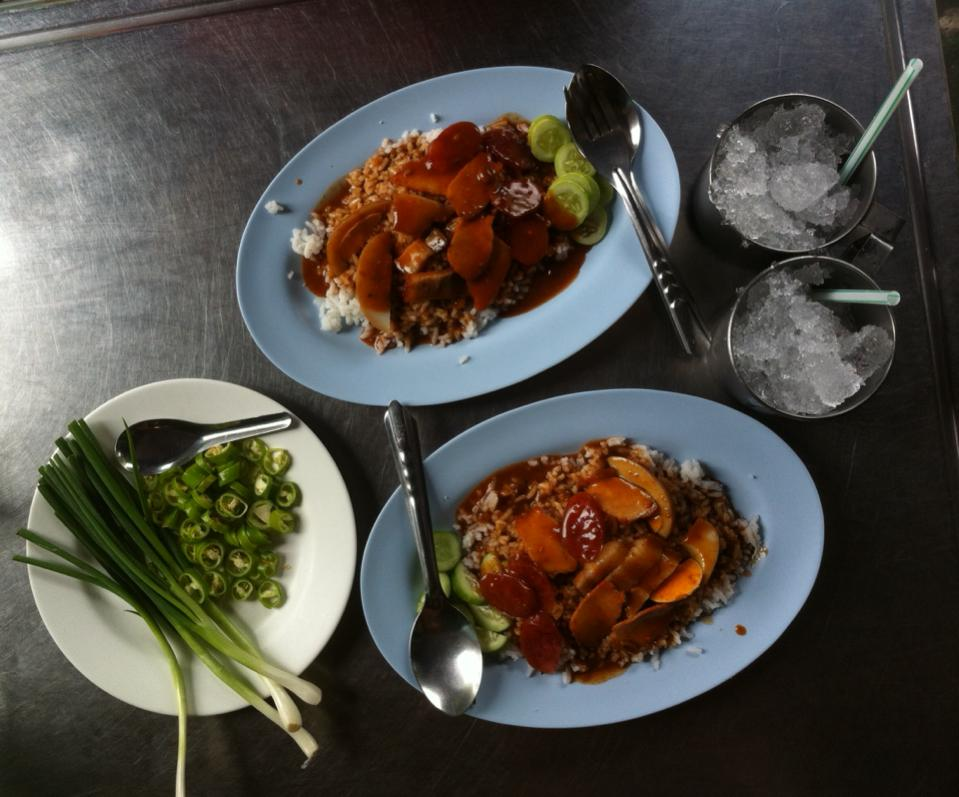 Khao moo daeng barbecued pork on rice at Udom Pochana in Phraeng Phutton, Bangkok, Thailand - photo by Chris Wotton
